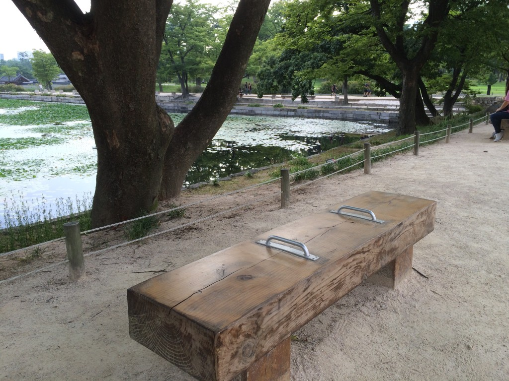At Geongbokgung Palace: looks like the Koreans know a good napping bench when they see one too, just like in Seattle.