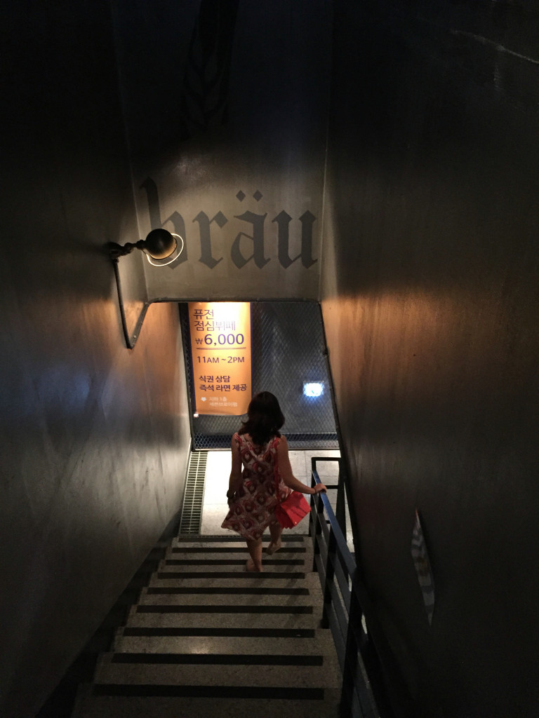 @Gangnam: descending into 7Brau for some craft beer.