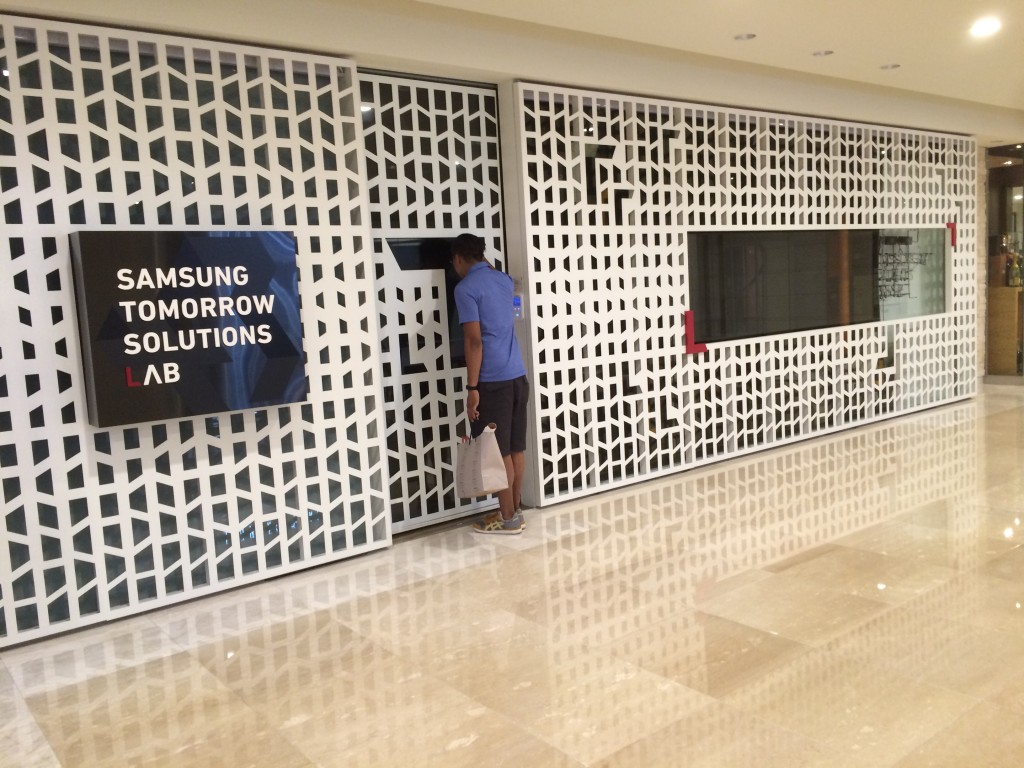 @Gangnam in basement below Samsung d'light shop: apparently, they had no solutions for us. :(