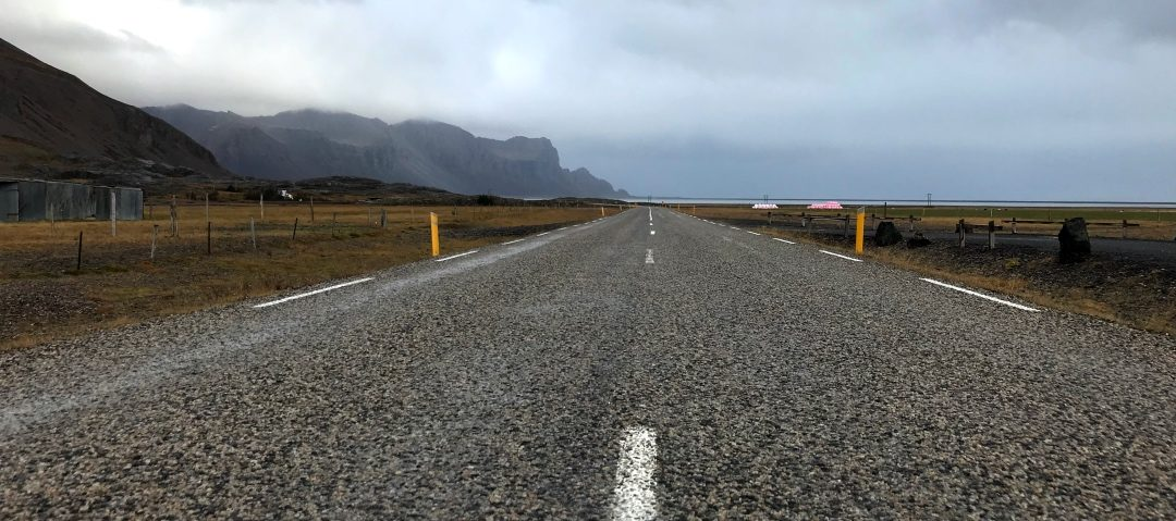 Driving the East Fjords of Iceland (Photo: Kristoffer Jonson, October 2017).